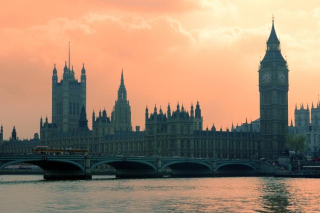 Rio Tâmisa, Parlamento e Big Ben ao entardecer
